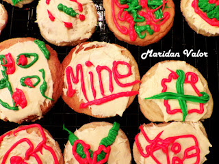 Christmas cookies by Maridan Valor found on the blog Night Sea 90