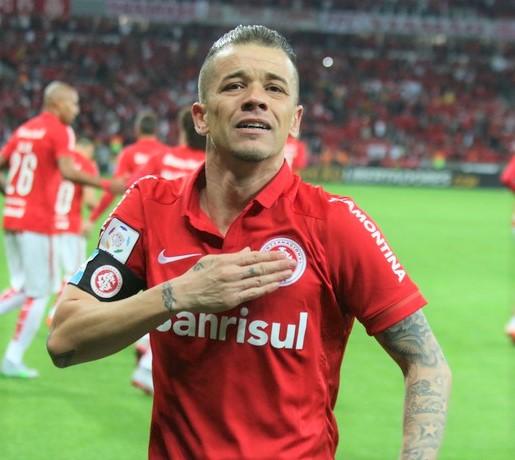 28e7f9c6a4 D´Alessandro teve coragem de falar dos inergumenos dentro do futebol!