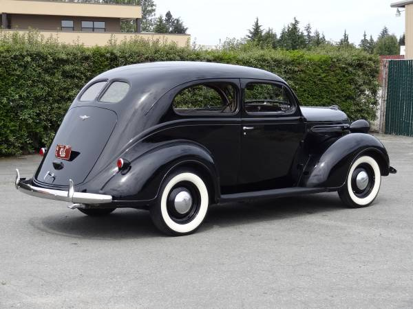 1937 Plymouth P4 DeLuxe 2-door Sedan