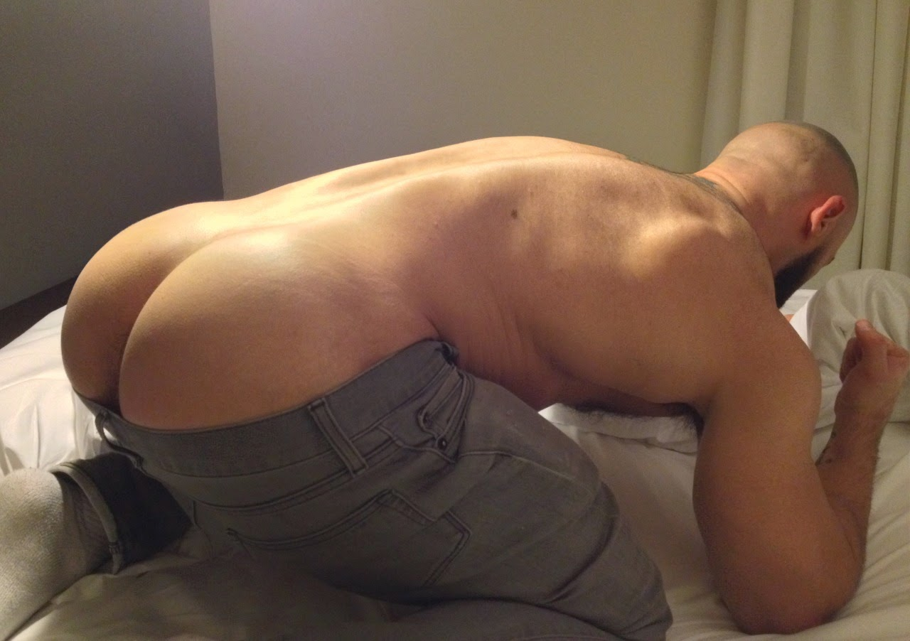 Meet The Guy With The Biggest Butts And Curves