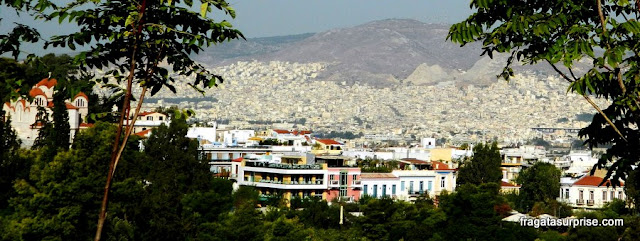 Caminho para a Acrópole de Atenas pela Encosta Norte
