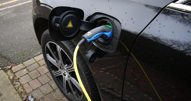 Volvo XC60 T8 charging