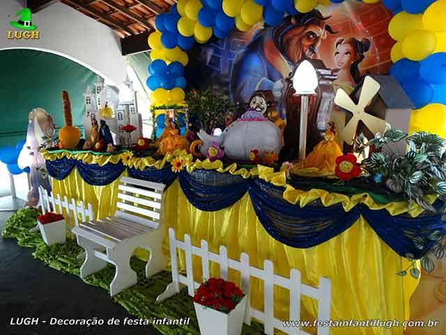 Decoração infantil A Bela e a Fera - Mesa tradicional forrada de tecido para aniversário