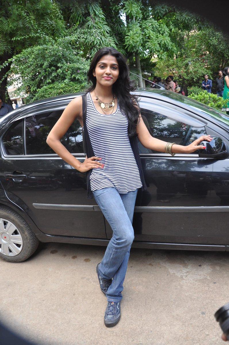 Actress SaiDhansika Latest HD Images