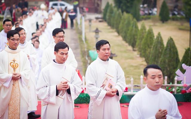 Lễ truyền chức Phó tế và Linh mục tại Giáo phận Lạng Sơn Cao Bằng 27.12.2017 - Ảnh minh hoạ 55