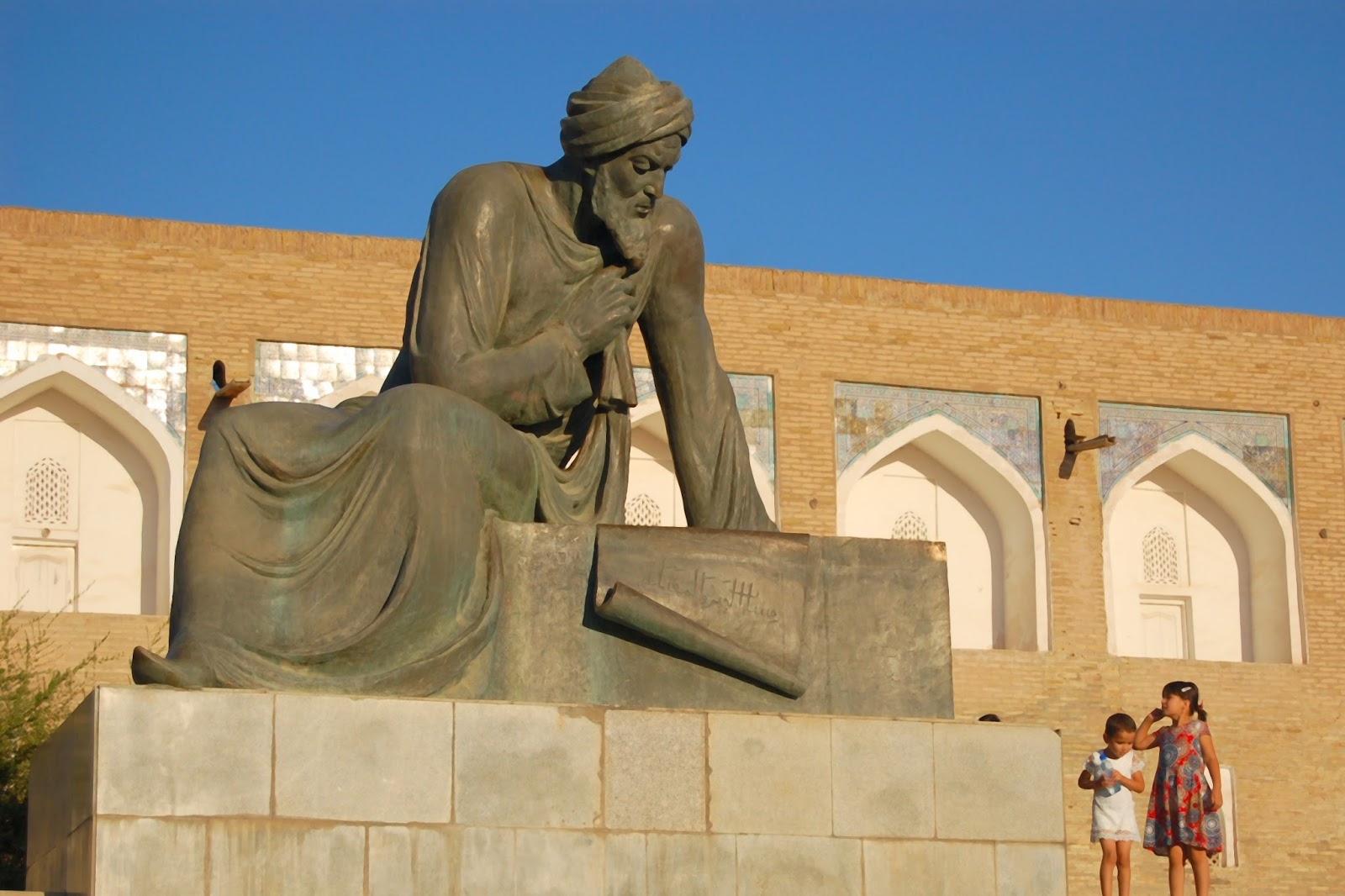 statue de tamerlan Le chameau Bleu Blog Voyage Ouzbékistan -  Khiva