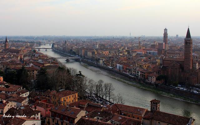 Vistas de Verona desde el castillo de S. Petro. Río Adigio