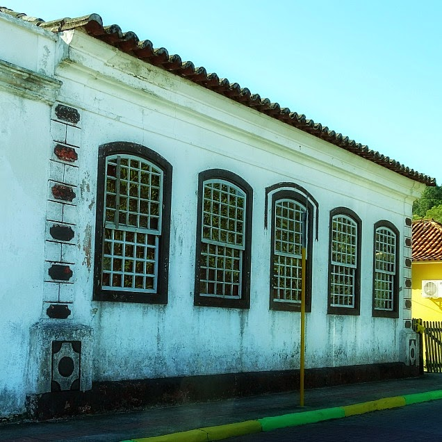 Casario açoriano na vila de pescadores, da Praia do Sambaqui, Florianópolis