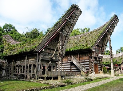 Bentuk Arsitektur Rumah Adat Toraja Atau Tongkonan Dan Fungsinya