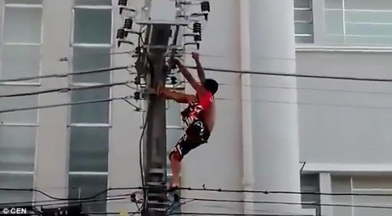 OH NO: Man Gets Electrocuted After Climbing An Electric Pole To Entertain People