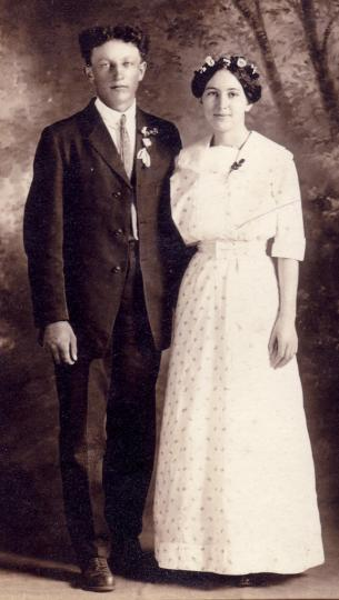 Wedding couple, 1915 vintage photo