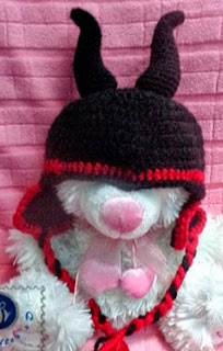 http://translate.googleusercontent.com/translate_c?depth=1&hl=es&rurl=translate.google.es&sl=en&tl=es&u=http://beacrafter.com/crochet-maleficent-baby-hat/&usg=ALkJrhhq3adaO7mXBjiFU2l8woFOYkTAfw