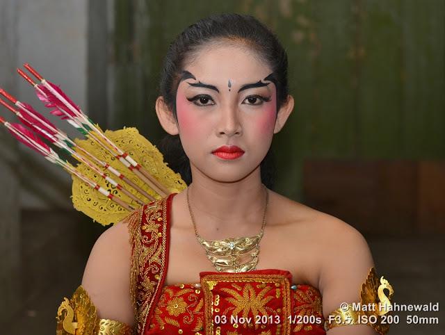 photo, portrait, Facing the World, © Matt Hahnewald, artist, 50 mm prime lens, Nikon DSLR D3100, Indonesia, wayang wong, Surakarta, Javanese dance, wayang orang, dancer, performer, posing, beautiful, make-up