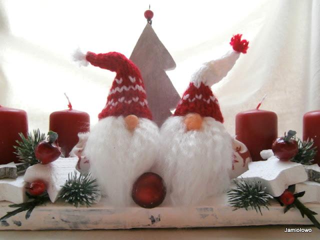 gotowy stroik świąteczny z krasnalami