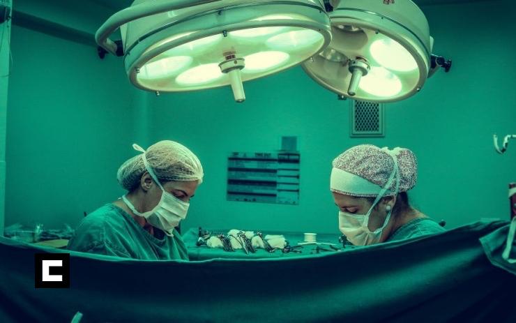Extirpan quiste renal de 26 libras, el más grande del mundo