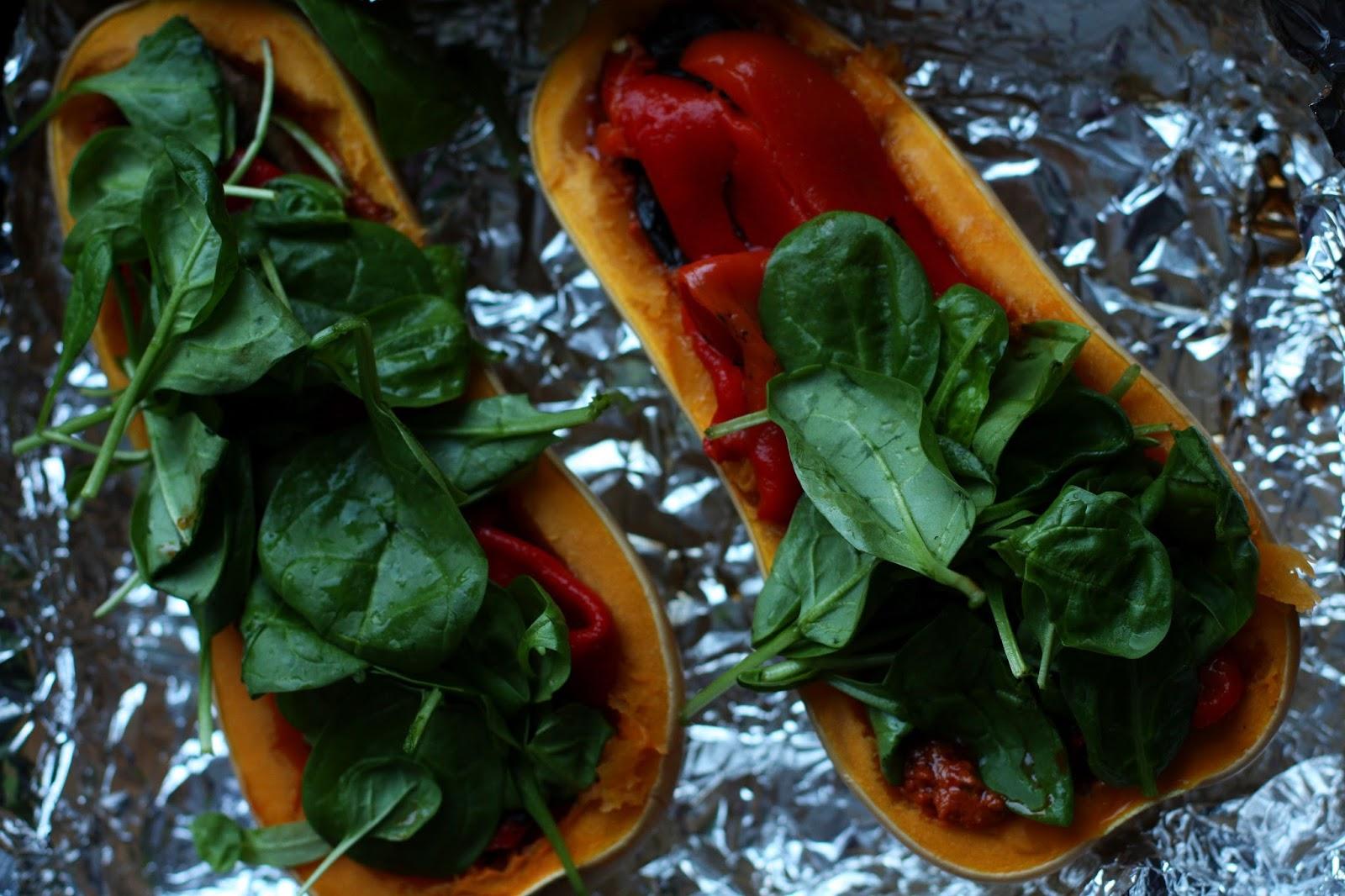 vegaaninen joulukinkku myskikurpitsa portobellosieni grillattu paprika pesto mallaspulla joulu resepti kasvisruoka