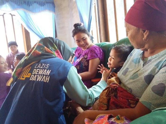 Dewan Dakwah Provinsi Riau Kunjungi Korban Banjir di Buluh Cina Kampar