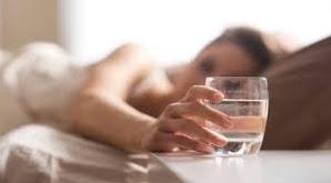 Manfaat Minum Air Putih di Pagi Hari Saat Bangun Tidur