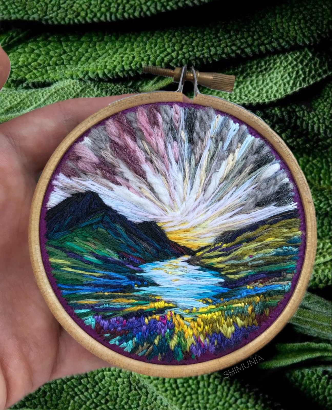 coloridos-paisajes-bordados-artista-vera-Shimunia