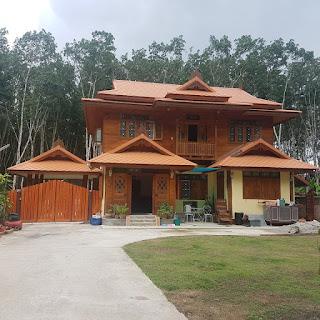 แบบบ้านไม้สองชั้นครึ่งปูน
