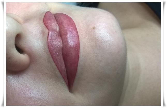 Татуаж губ цвета