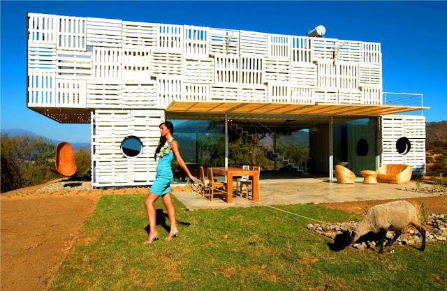 Shipping Container House with Dynamic Facade, Chile 1