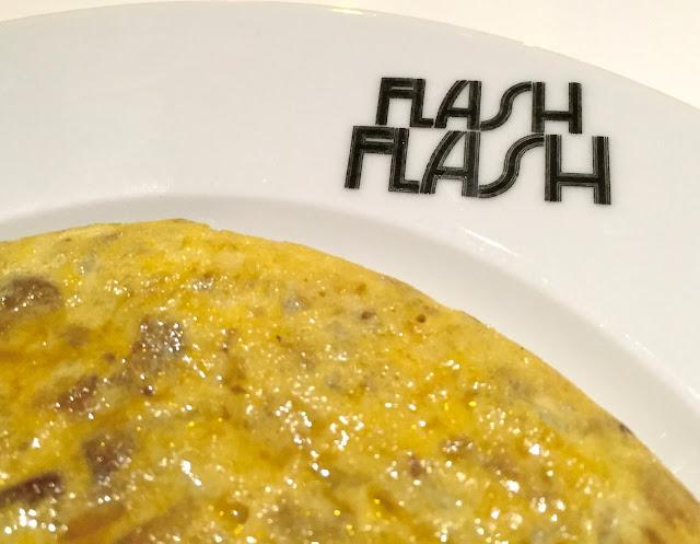 FLASH FLASH restaurante madrid chueca estamostendenciados calle clavel restaurant gastro tortilla tortilla trufa foto
