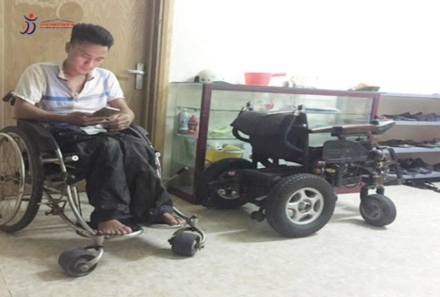Niềm hạnh phúc của cặp đôi ngồi xe lăn