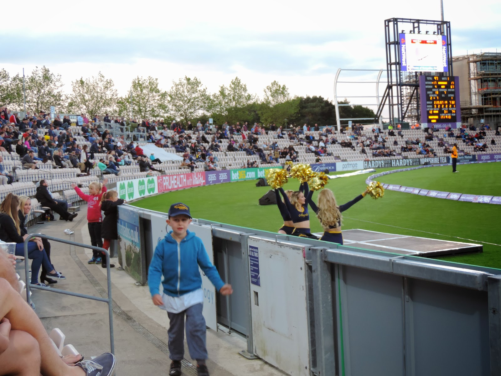 pom pom cheerleader dancing girls at natwest blast t20 cricket match