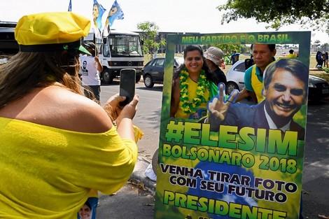 """استطلاعات الرأي ترشح """"ترامب البرازيل"""" للفوز بالانتخابات الرئاسية"""