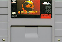 Imagen que muestra el cartucho gris de Mortal Kombat para la Super Nintendo, 1993
