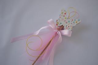 διακοσμητικά στικ με ξύλινη πεταλούδα και ροζ τούλι για κοριτσίστικη βάπτιση