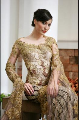 Batik kombinasi kebaya untuk pesta formal