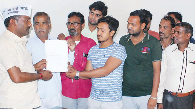Colonians handed over memorandum to Girraj