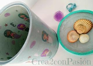 Lata-reciclada-con-decoupage-de-sirenas-y-conchas-interior-goma-eva-Crea2-con-Pasión