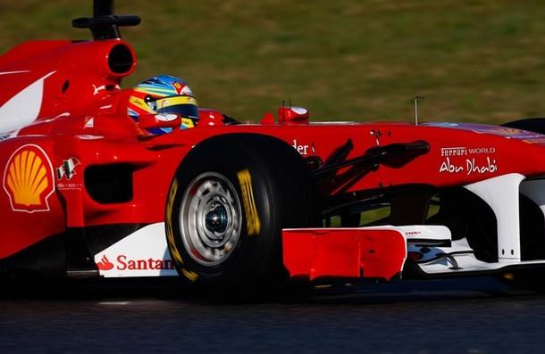 Fernando Alonso pilotando el Ferrari F150th Italia