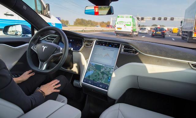 Tesla Auto Pilot x Audi Piloted Drive