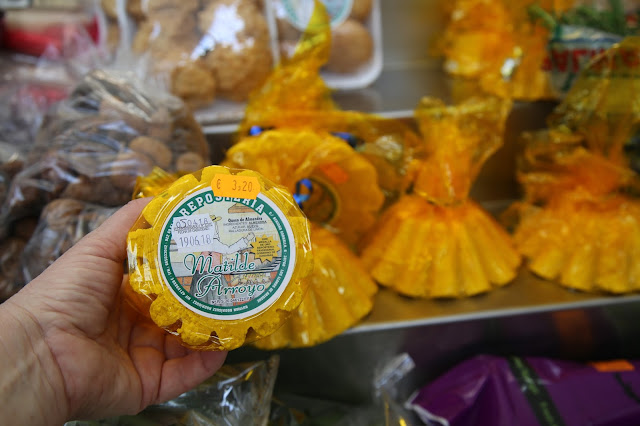 almond cake/cheese at the market place, Santa Cruz de la Palma, Canary Islands Pic: Kerstin Rodgers/msmarmitelover