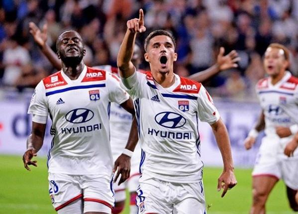 O Lyon anunciou nesta segunda-feira (29) mais uma renovação de contrato com a  Adidas 5d3cd2d283971