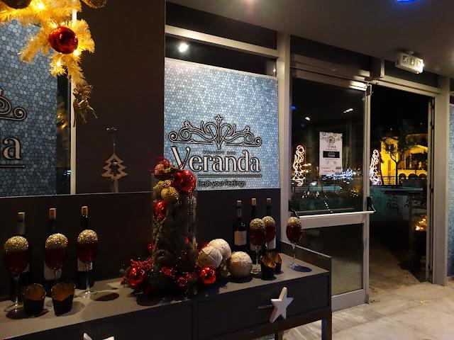 """Επίδειξη μόδας πραγματοποιήθηκε στο """"Veranda"""" balcony bar"""