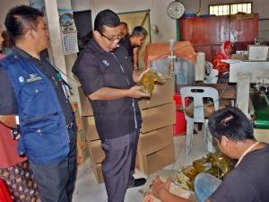 KPDNKK Terengganu Serbu Kilang Pembungkusan Semula Minyak Masak #KPDNKK #CaringMinistry