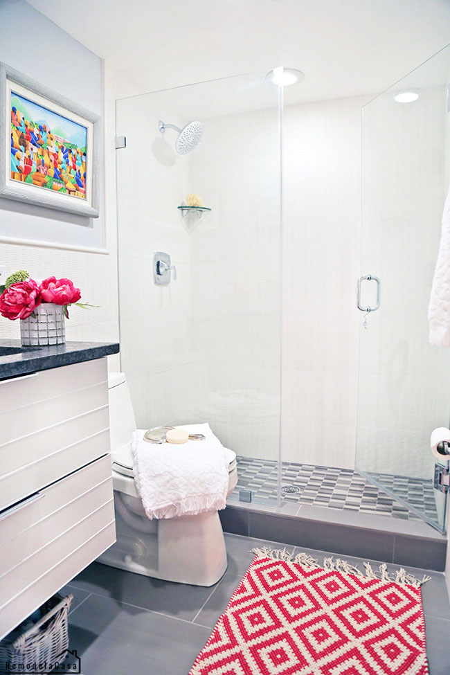 Walk in shower with clear glass panels - diamond fuchsia rug