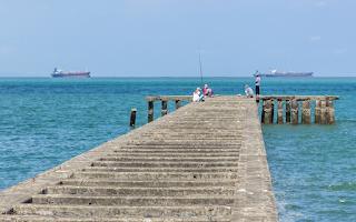 memancing trekdam Pantai Teluk Penyu Cilacap