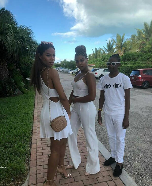 Regina Askia and her beautiful daughters show off their bikini bodies in Turks and Caicos Islands vacation (photos)