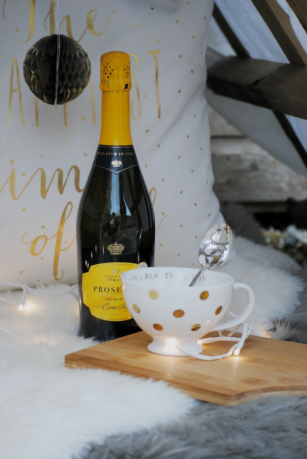personalised gift ijustloveit.co.uk photography shoot location picnic fairy lights lifestyle wicker basket flame candle prosecco