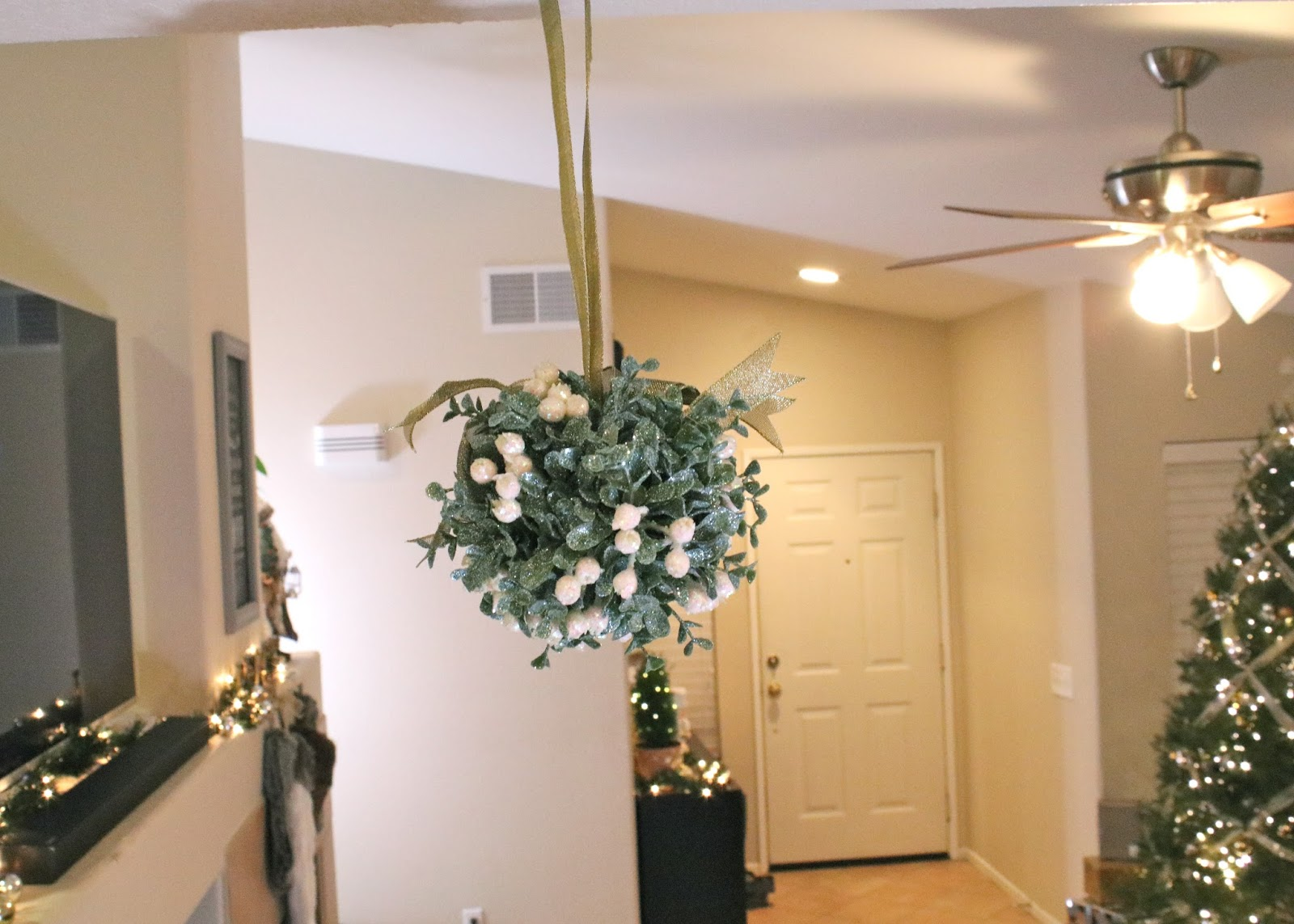 Sparkly mistletoe, Holiday Home Tour