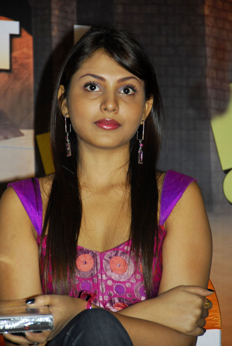 telugu actress madhu shalini - photo #6