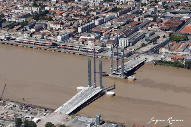 photo aerienne du pont bacalan bastide de bordeaux