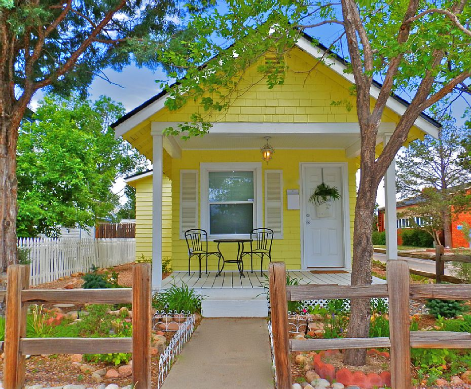 Tiny house town romantic cottage in colorado springs - Wooden vacation houses nature style ...