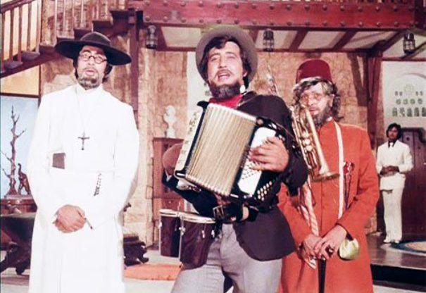 Manmohan Desai , Amitabh Bachchan, Rishi Kapoor, Vinod Khanna